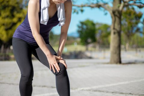 マラソンやランニングで起こる膝の痛みの原因と対処法